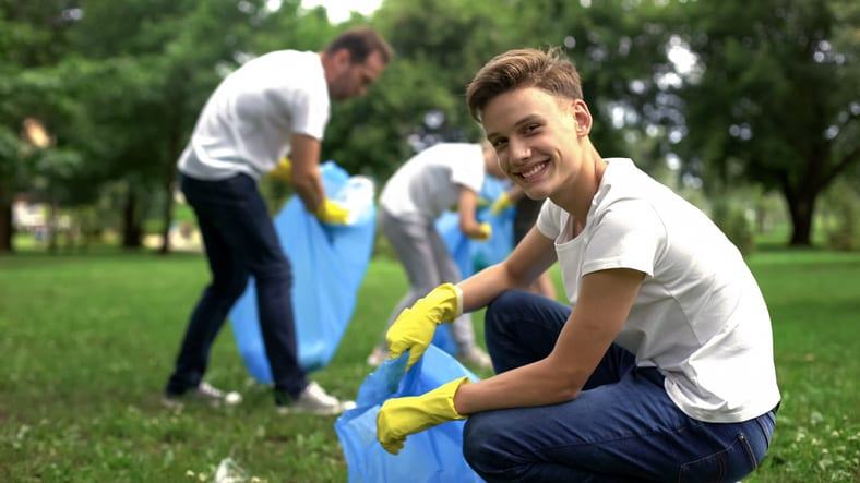 5 Ways Your Teen Can Give Back This Summer
